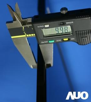 Spessore totale 9.98 mm, e non per niente AUO sta fornendo il pannello al nuovo iper sottive MacAir da 13.3\